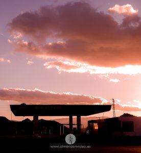 black mirror gasolinera